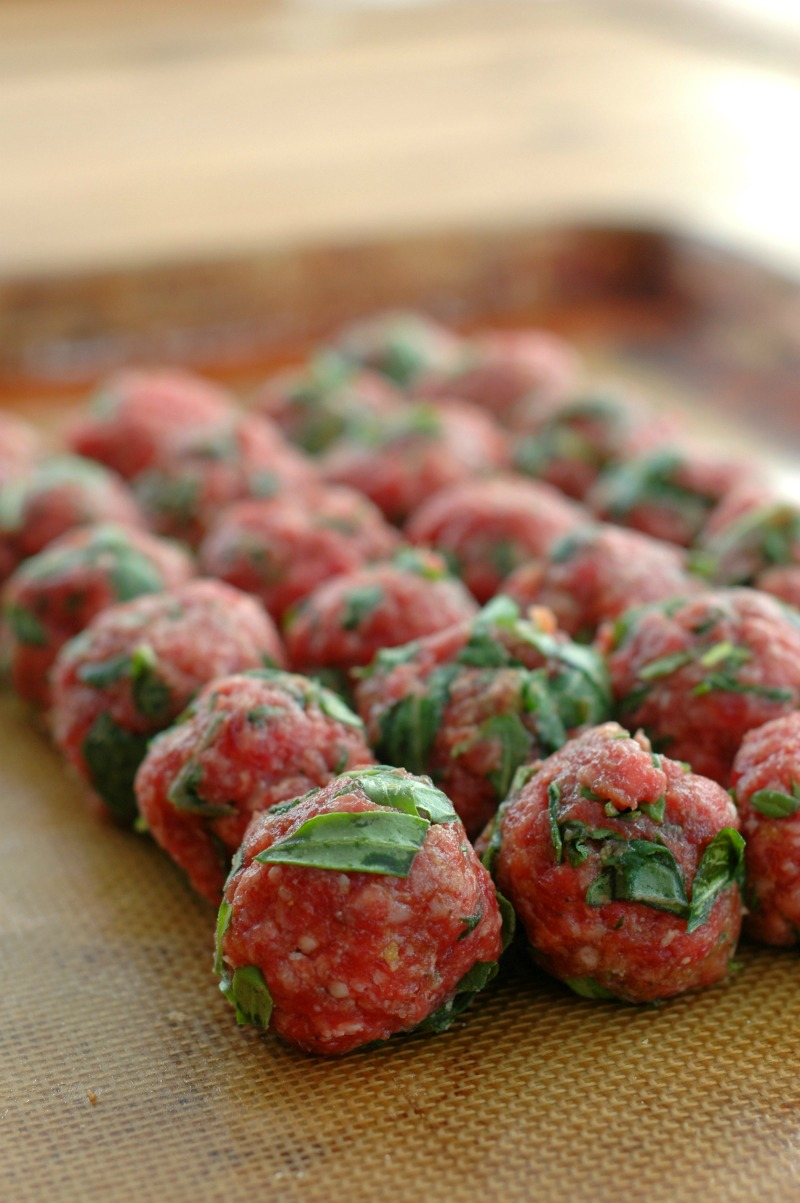 Kale & Herb Stuffed Meatballs :: Superfood packed, and full of flavor! These kale & herb stuffed meatballs is a dinner menu must have!