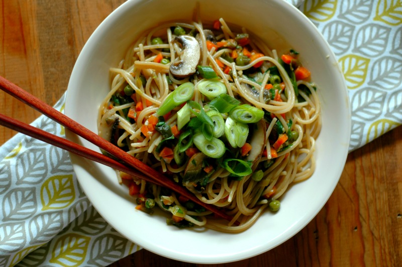 Fast Prep Instant Pot Vegetable Lo Mein :: All of the Asian flavors you love, in less than 10 minutes of time! This healthy Asian Lo Mein is weeknight fast and nourishing at the same time!